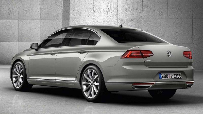 2015-VW-Passat-dietro